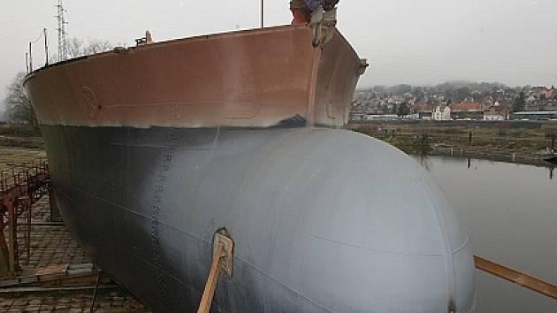 V křešických loděnicích byla vyrobena obří loď