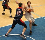 POSLEDNÍ DOMÁCÍ zápas v tomto roce odehráli Válečníci (v bílém) doma proti Brnu.