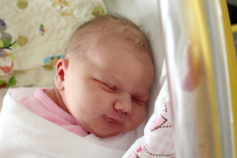 Rodičům Veronice Müllerové a Jakubu Strýčkovi z Varnsdorfu se v pátek 8. listopadu narodila dcera Šarlota Strýčková. Měřila 51 cm a vážila 4,03 kg.