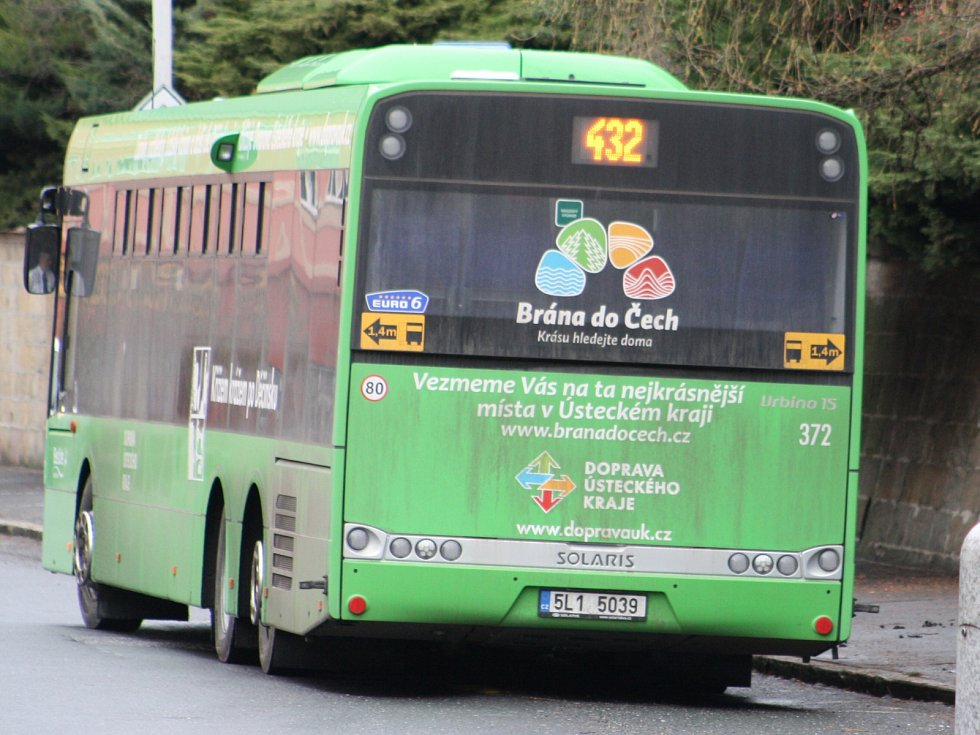 Linkové autobusy staví v zákazu zastavení.