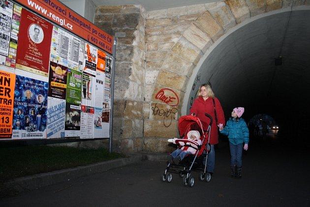 Právě u těchto viaduktů v Děčíně došlo k přepadení.