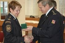 Převzali medaili za věrnost.