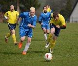LÍDR USPĚL. Chřibská (ve žlutém) doma porazila 1:0 Staré Křečany.