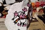 Také malujeme kamínky, hlavně pro děti a pro radost. S 11letou dcerkou Annou roznášíme naše apřemisťujeme nalezené, napsala do redakce Iva Mihová z ČeskéKamenice.