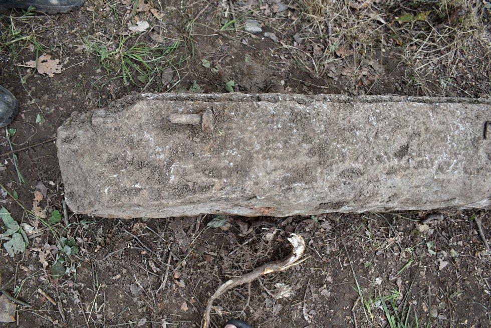 Ve Valkeřicích začali odkrývat základy kostela odstřeleného v roce 1975.