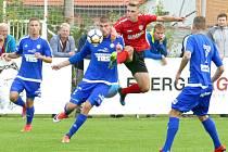 DALŠÍ TŘI BODY. Varnsdorf (v modrém) vyhrál 1:0 v Chrudimi.