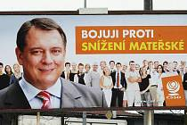 Předvolební boj začal. Válčí se na billboardech.