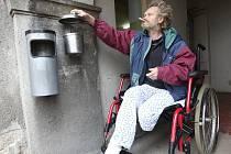 PAN LUDVÍK. Šestapadesátiletého muže nechali v čekárně úřadu práce v Rumburku pracovníci jihlavské sociálky. Nyní se léčí v nemocnici.