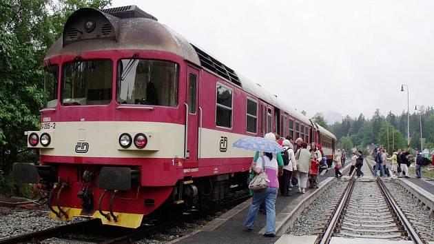 Do Mlýnů po deseti měsících dorazil vlak