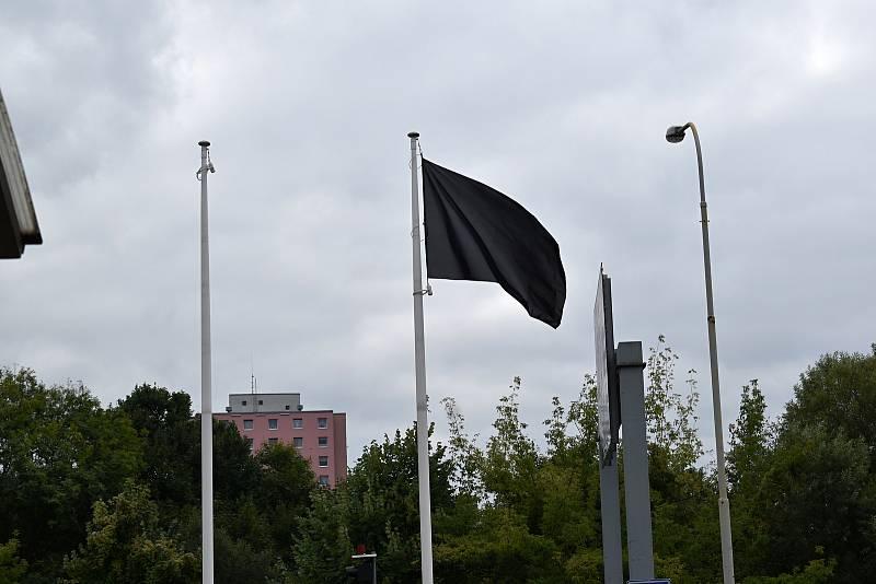 Také v Děčíně uctili hasiči památku svých kolegů, kteří zemřeli při výbuchu domu v Koryčanech.