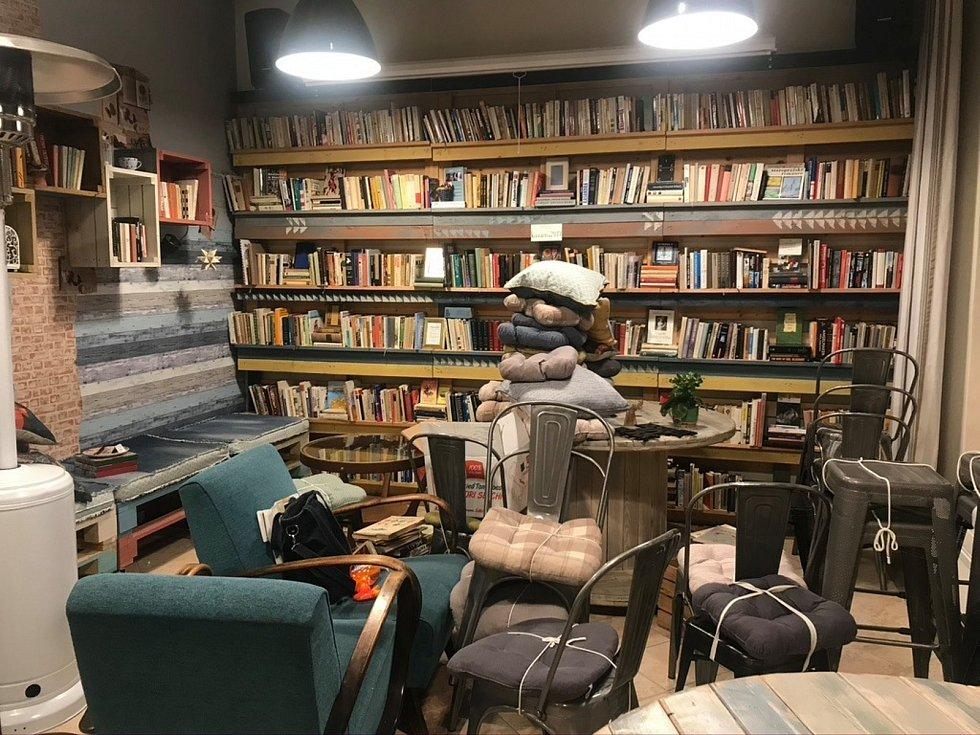Děčínská kulturní kavárna Coffee and Books.