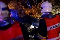 Nehoda osobního automobilu v esíčku na Studánce u Varnsdorfu.