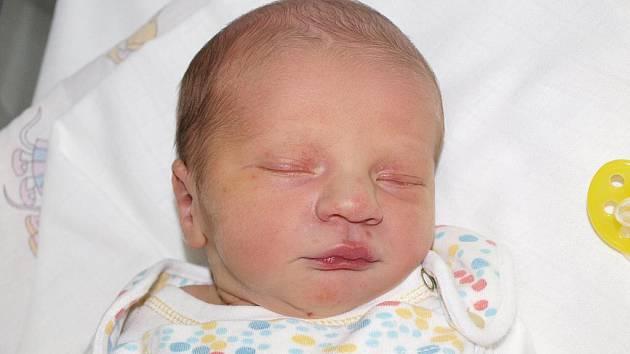 Radce Daslíkové z Mikulášovic se 1.června ve 14.43 v rumburské porodnici narodil syn Jan Daslík. Měřil 50 cm a vážil 3,15 kg.