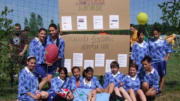 200 dětí ze čtrnácti severočeských dětských domovů se již po třinácté setkaly v Lipové u Šluknova na míčových hrách.