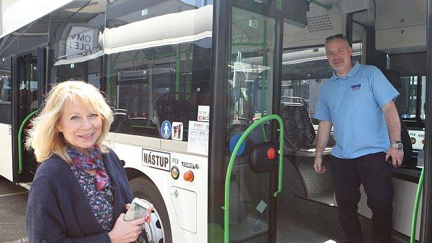 Děčínský dopravní podnik dostal nové autobusy na zemní plyn CNG