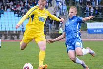 ROZHODLY PENALTY. Varnsdorf (ve žlutém) prohrál s Libercem až po pokutových kopech.