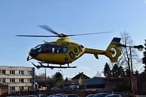 K opařenému dítěti vyletěl i záchranářský vrtulník.