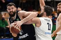 Basketbalisté Děčína (tmavé dresy) prohráli v Ostravě.