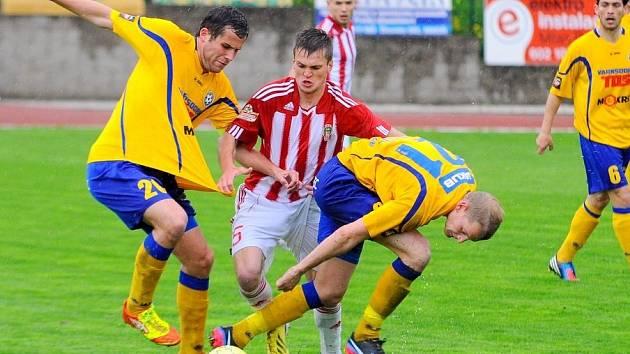 REMÍZA. FK Varnsdorf (žlutá) vs. Viktoria Žižkov 1:1.