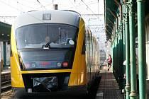 Desítky lidí si nenechaly ujít jízdu moderním vlakem na trati z Děčína do Krupky po Kozí dráze. Jízdy zajistila společnost Student Agency se svojí dceřinou společností RegioJet.
