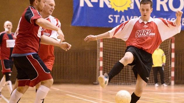 ŠESTÝM KOLEM pokračovala I. Autocentrum Jílové liga v sálové kopané. Hrálo se ve varnsdorfské hale.