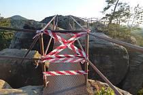 Omezený přístup na skalní hrad Šaunštejn.