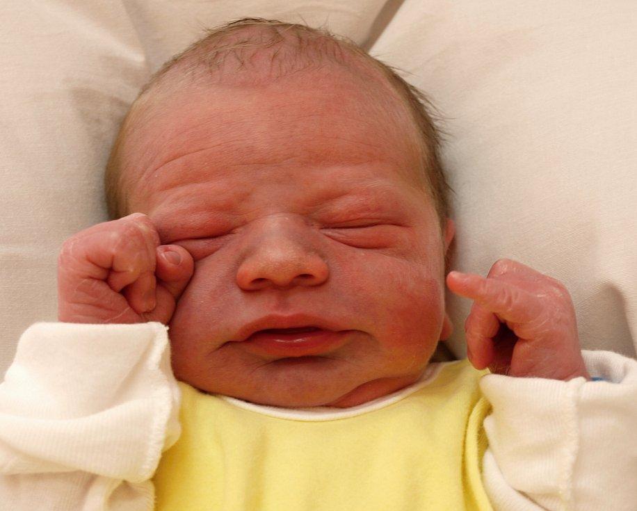 Nicolas Schuldes se narodil Lucii Schuldesové z Varnsdorfu 29.března ve 2.23 v rumburské porodnici. Měřil 49 cm a vážil 3,1 kg.