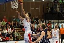 ŠKODA! Děčín v prvním finále Nymburku vzdoroval, nakonec prohrál 69:64.