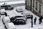 V Horské ulici se srazila tři auta.