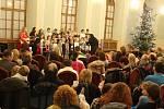 Koledy na děčínském zámku zpívalo na 300 lidí, 2018.