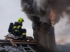 Hasiči likvidovali požár komína rodinného domu v Krásné Lípě.