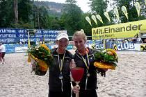 SKVĚLÝ POČIN. Karolína Řeháčková (vlevo) a Michaela Vorlová v Rakousku získaly bronz.