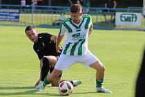 Hromadu přípravných zápasů odehrál Vilémov. Na snímku Patrik Havel (v zeleném) v utkání proti jablonecké rezervě.