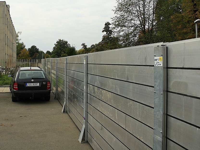 Cvičení stavby stěn proti vodě v Děčíně.