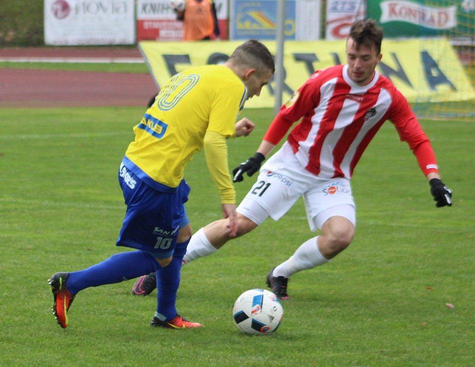 VÍTĚZNÉ LOUČENÍ. Fotbalisté Varnsdorfu porazili Žižkov 3:2.
