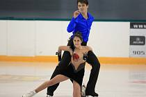 ČTVRTÝ TITUL z mistrovství čtyř zemi v juniorské kategorii vyhrál Michal Češka, společně s partnerkou Courtney Mansour. Česko-kanadský pár se tak nominoval na mistrovství světa, které se bude konat letos v Bulharsku.