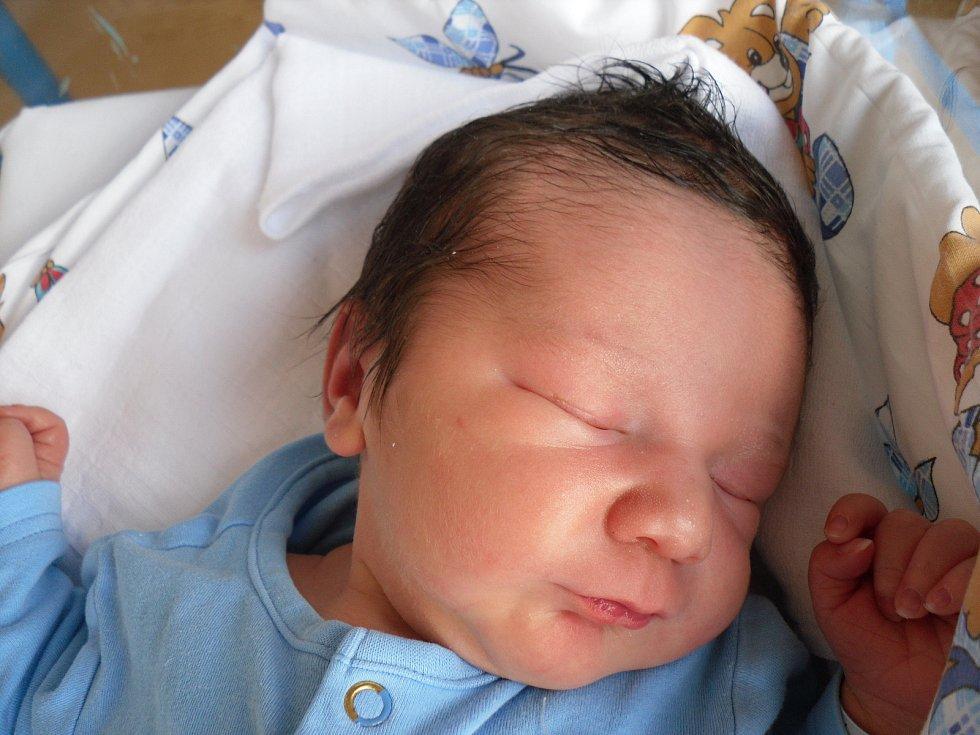 Mamince Andree Šlikové a tatínkovi Karlu Hallonovi z Děčína se v pátek 7. června ve 02:28 hodin narodil syn Václav Hallon.  Vážil 3,97 kg.