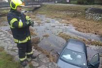 Auto skončilo v Jílovém v potoce.