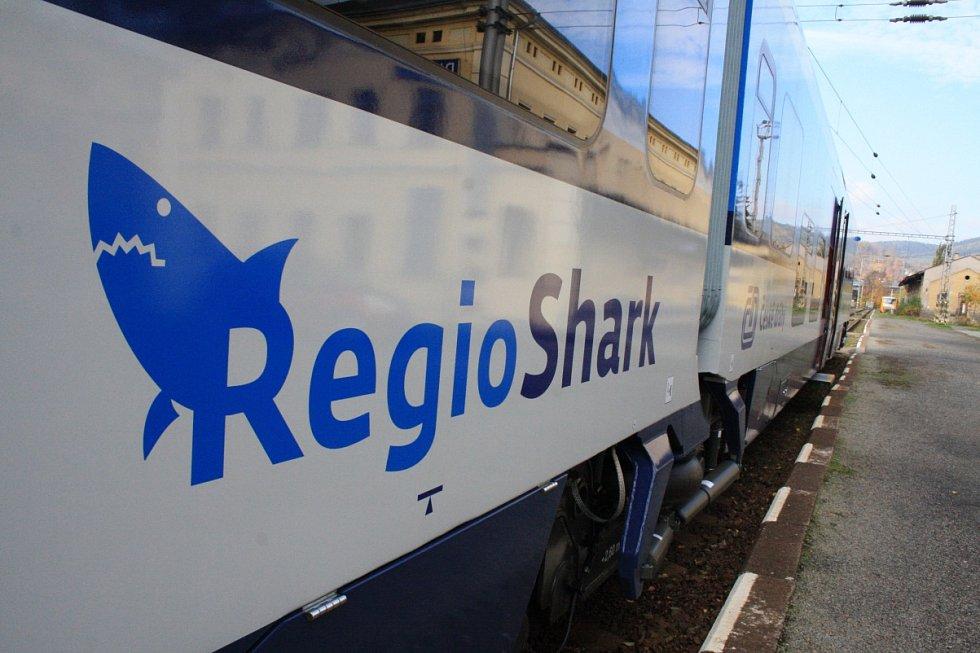 Poprvé vyjely na pravidelnou linku na Děčínsku nejnovější motoráky Český drah RegioShark.