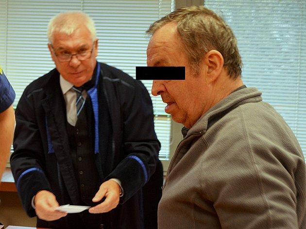 Muž stanul před ústeckým krajským soudem ve středu.
