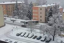 Autobus zablokoval jeden pruh hlavní silnice na Kamenické.