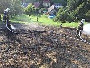 Požár louky se senem v Heřmanově