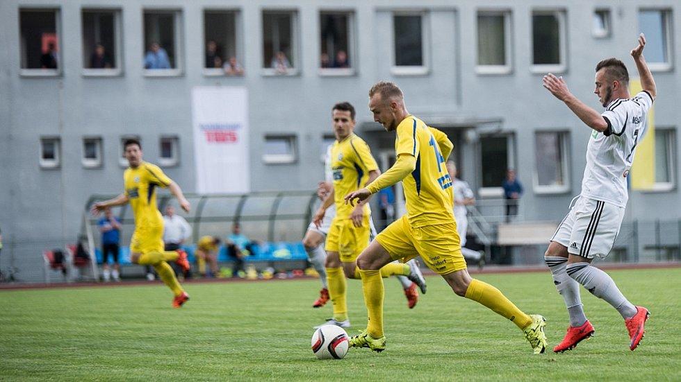 ROZLUČKA. Varnsdorf (žlutá) nesehrál špatné utkání, ale prohrál s Karvinou 2:3.
