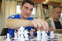 Unikátní Šachový vlak zastavil v pátek v Děčíně.