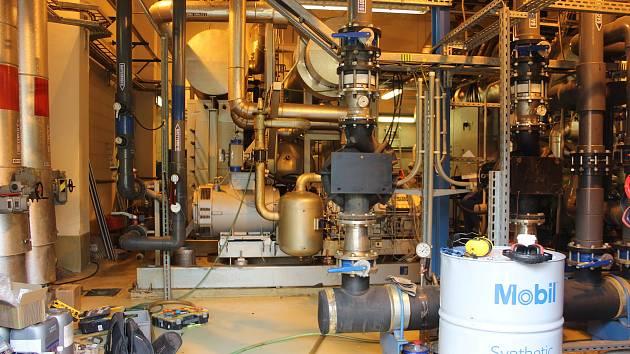 Proud firma vyrábí ve svých teplárnách už dnes, ale prodává ji dodavatelům elektřiny.