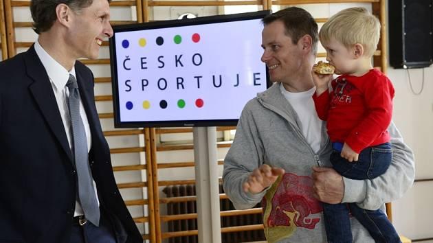 SKIKROSAŘ Tomáš Kraus z Děčína (vpravo).
