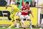 Varnsdorf (ve žlutém) nepřekvapil, v Pardubicích prohrál 0:2.