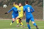 VÍTĚZSTVÍ. Fotbalisté Varnsdorfu (ve žlutém) v domácím prostředí porazili Liberec B 4:2.