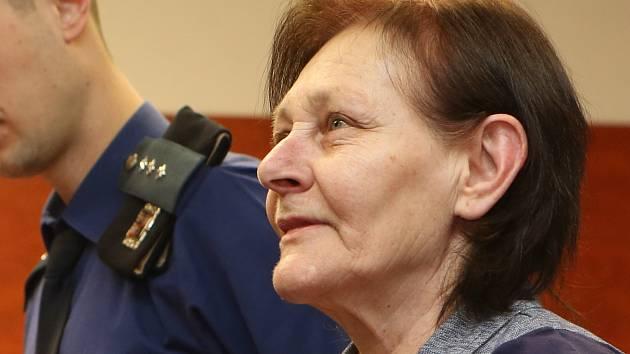 Jana Bártová před soudem v Ústí nad Labem.