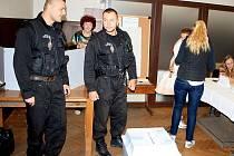Na volby v Děčíně dohlížejí také strážníci